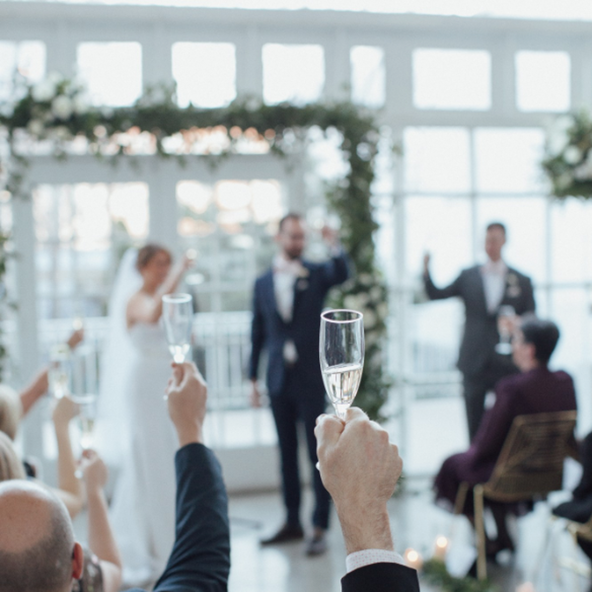 champagne toast and other ideas to make your wedding unique