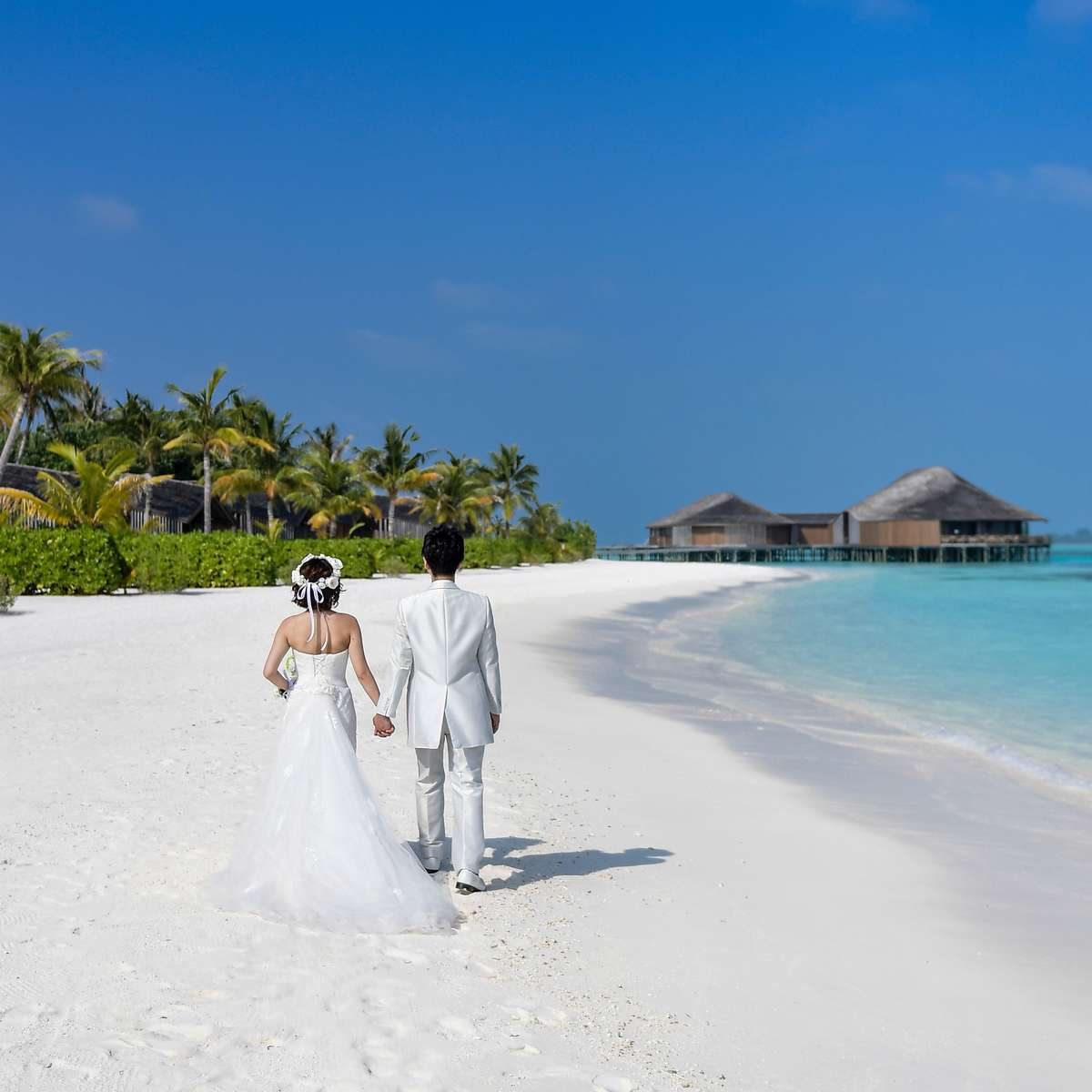 tips on how to save on your destination wedding