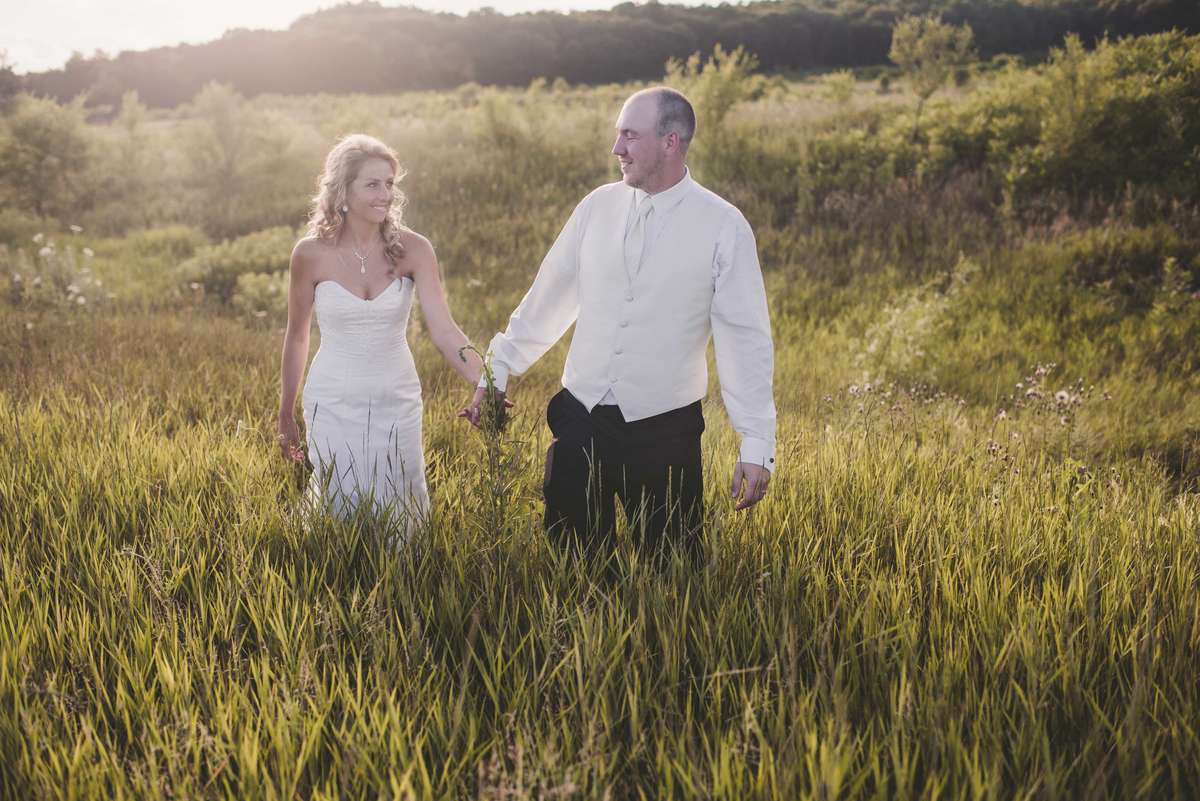 Summer Rustic Wedding Field Pose