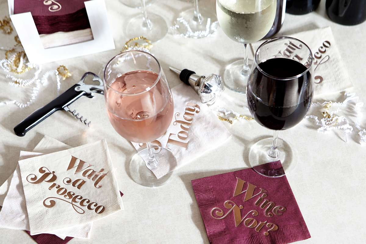 holiday gift ideas like this cute wine bar gift set