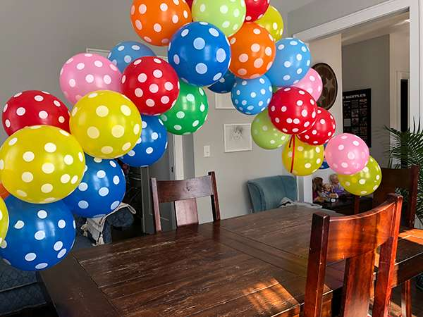birthday party balloon arch