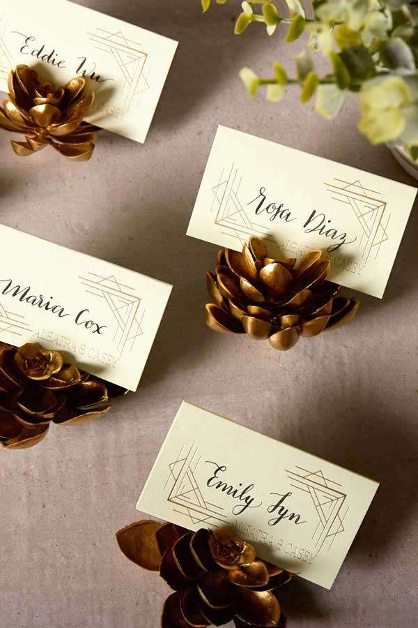 custo place cards